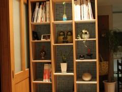 本棚であり、飾り棚でも。。